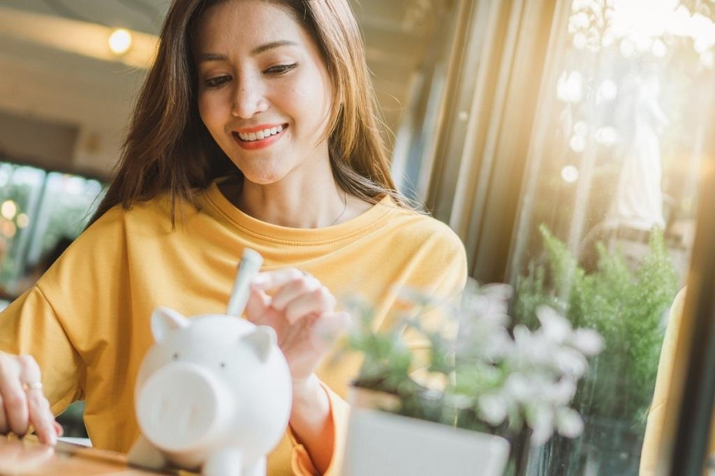 frugal living tips piggybank
