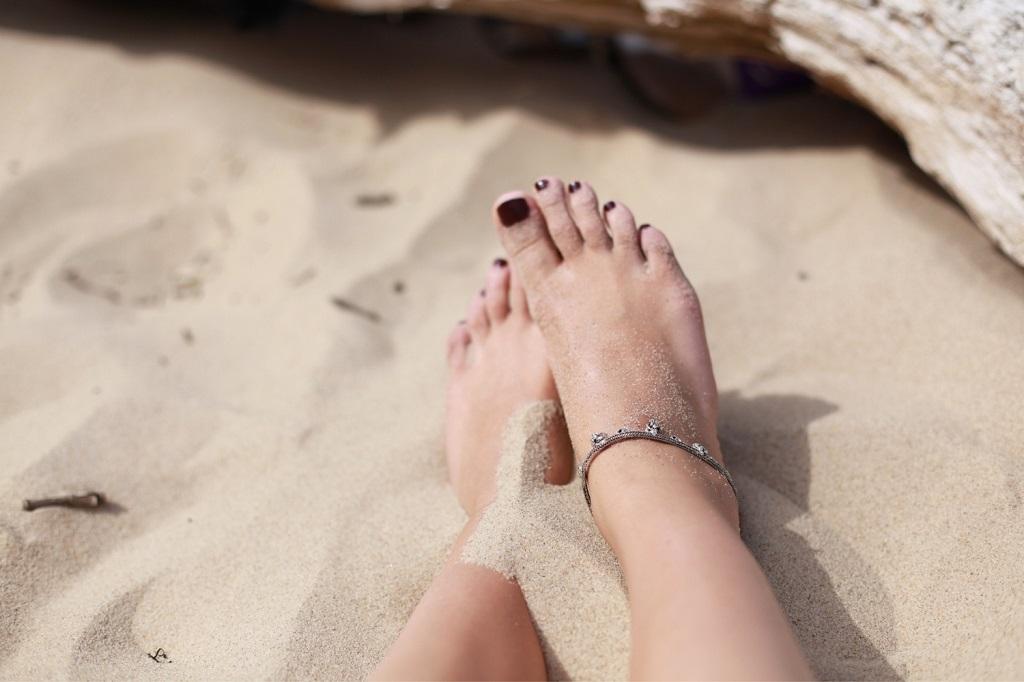 sell feet pics sandy beach