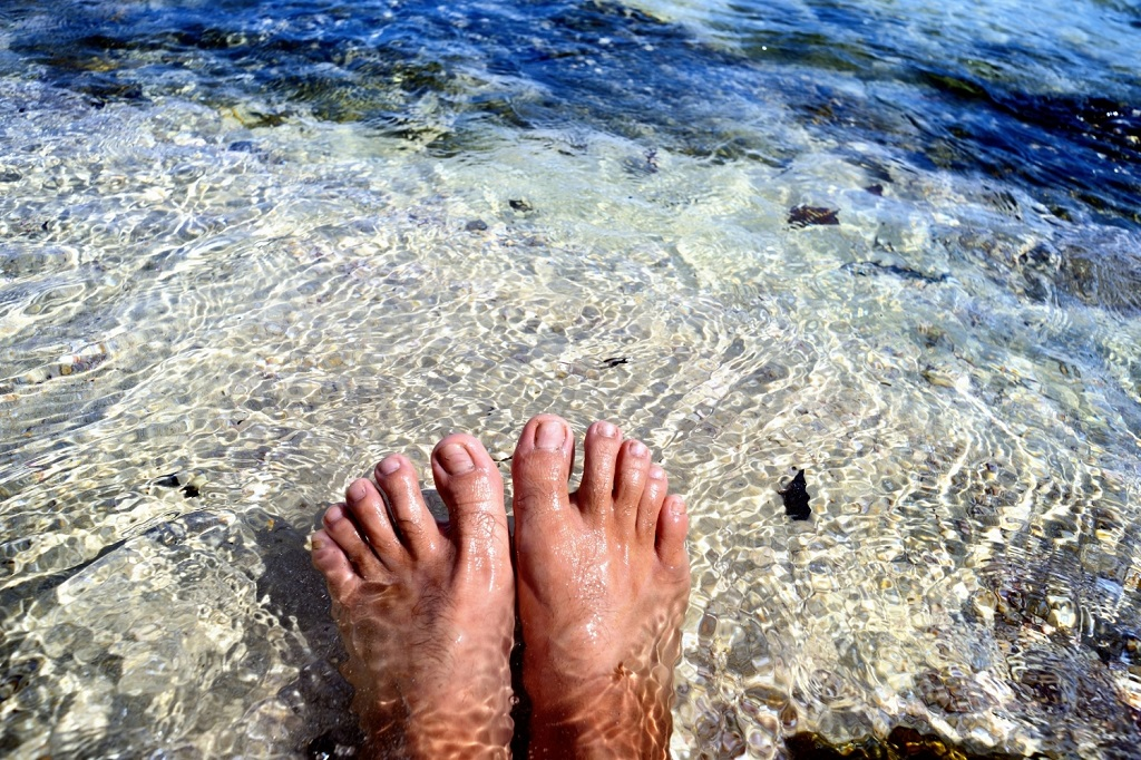 sell feet pics tropical water